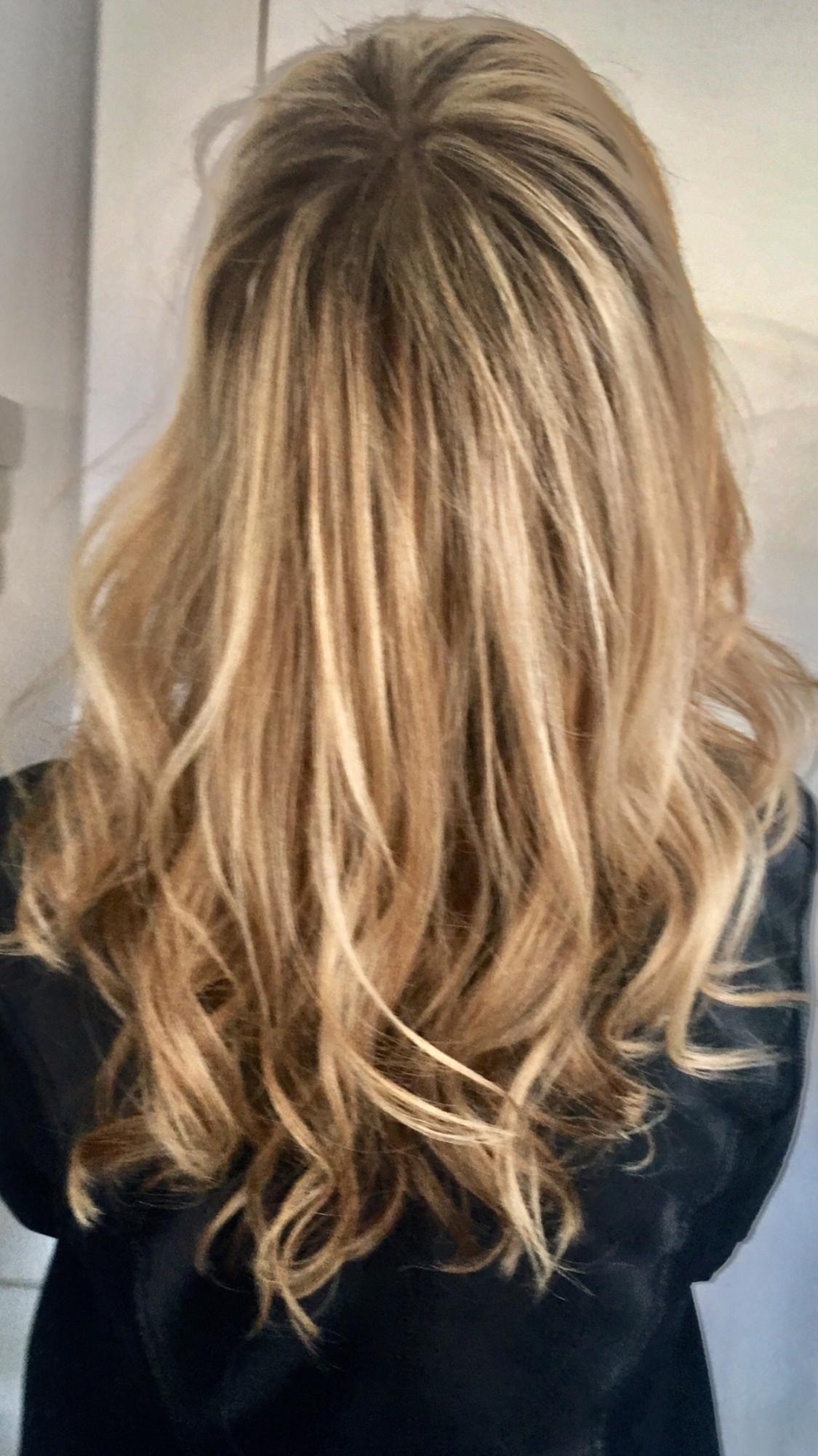 Colore capelli castani con colpi di sole